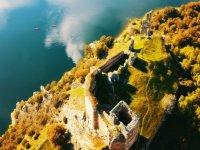 Vista aerea de restos arquitectonicos en el Duero