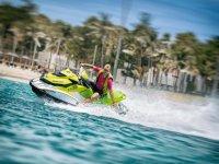 Conduciendo la jet ski en Fuerteventura