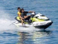 Amigos en la moto de agua por Fuerteventura