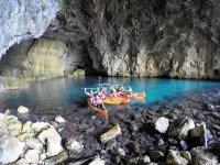 En cuevas