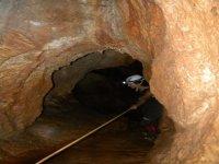 Rappel en la cueva