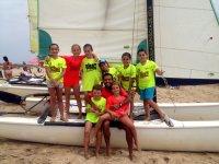 Alumnos sobre el barco de vela en Huelva