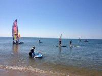 Aprendiendo windsurf y vela en Huelva