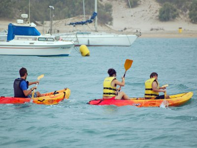 Alquiler de kayak doble en Sancti Petri. 2h