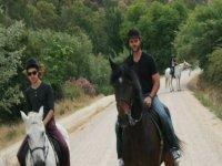 montados en los caballos