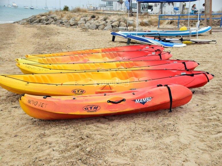 Kayaks en la playa en Sancti Petri
