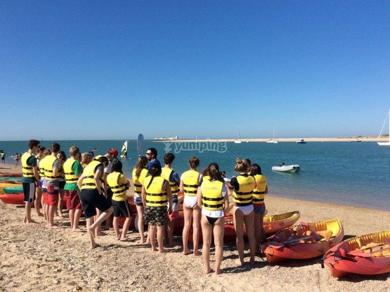 Preparando el paseo en kayak por Sancti Petri