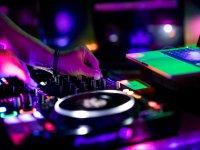 音乐和DJ巴萨·桑巴舞