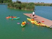 Pequenos disfrutando de kayak en Sevilla