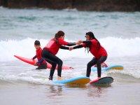 Entrenamientos de surf con amigos