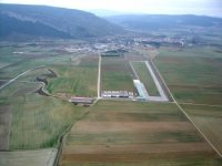 Vista aerea de la pista del aterizaje