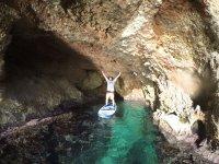 Cueva en la cala ibicenca