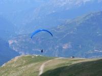Taking-off in a paraglide in Castejon de Sos