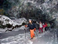 Raquetas de nieve en ruta de noche