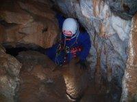 Zona estrecha en la cueva