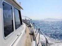 sube en el barco