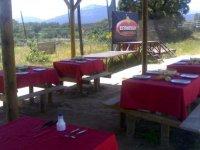 Mesas en la zona para comer