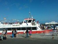 Embarcando en el barco canario