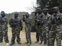 Grupo paintball chicos y chicas