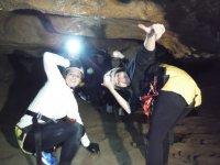 Chicas de expedicion subterranea
