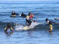 Alumno de surf infantil