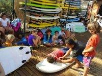 Charlas en las instalaciones del campamento de surf
