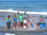Integrantes del campamento de surf en Tenerife