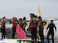 Grupo despues de la sesion de surf