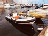 Lanchas en el puerto de Aguadulce