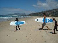 Clase de surf grupal en Tarifa. 2 h