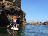 儿童划桨冲浪