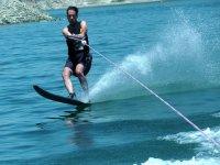 Practicar esquí acuático en Alicante