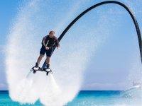 Manteniendo el equilibrio con el flyboard