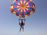 Volando solo en parasailing