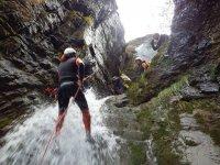 baja por la cascada