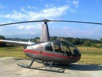 Elicottero sull'eliporto