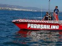 Barco de parasailing en Marbella