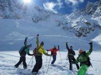esqui y amigos en la nieve