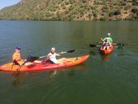 Dia soleado de navegacion en kayak