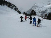 Aprende a practicar esquí de montaña
