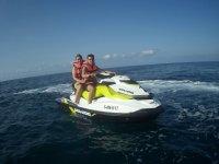 Jet ski biplaza en la costa almeriense