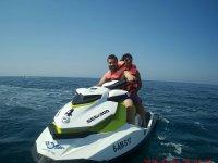 Pilotando una moto seadoo en la costa andaluza