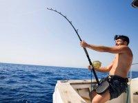 Pescando desde el barco en Denia