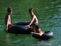 日Urederra河游泳池