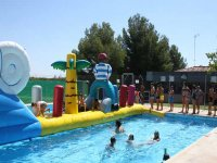 piscina con hinchables