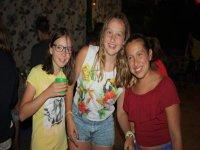 Chicas en la fiesta del campamento