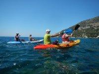 享受皮划艇航行