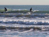Aguantando sobre la tabla de surf