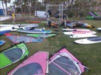Equipo para la clase de windsurf