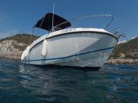 Barco en Port Ginesta